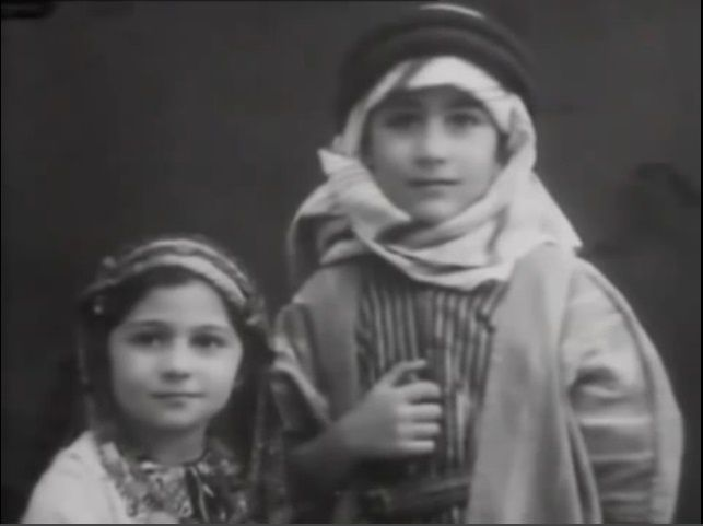 Edward S. Saïd enfant, en Palestine. Source: https://www.youtube.com/watch?v=35MNSW2UnlE