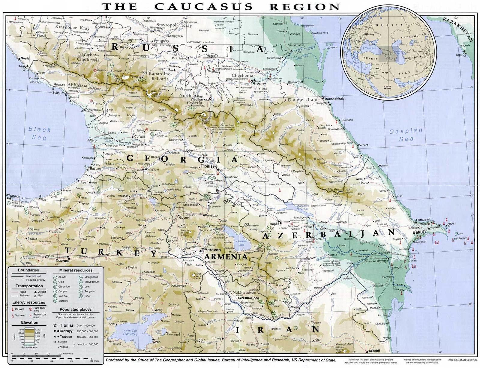 Carte des régions du Caucase. La République de Tchéchénie (capitale Grozny, dévastée lors de la 1e et de 2e guerre de Tchétchénie) se trouve au centre-est du Grand Caucase. Elle est traversée par le fleuve Terek qui se jette dans la mer Caspienne. Source de l'illustration: http://www.populationdata.net/images/cartes/caucase_region.jpg Gr