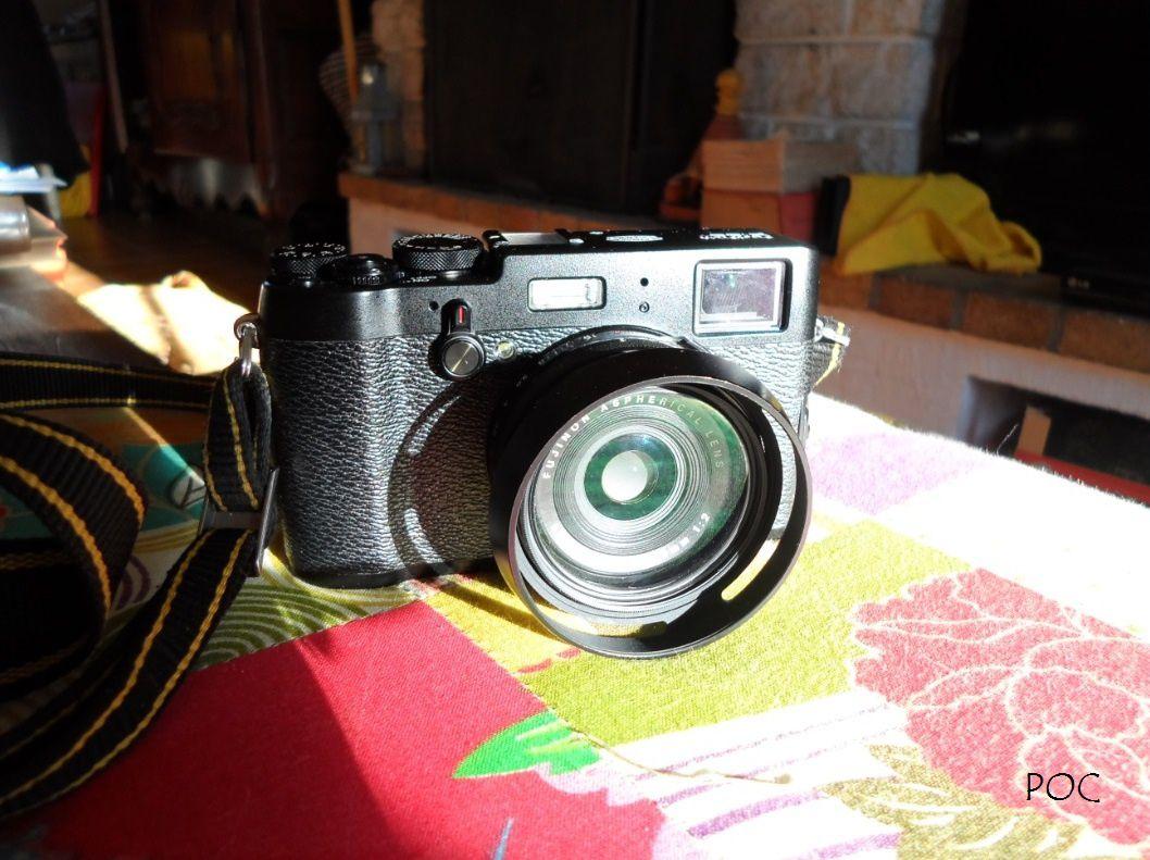 Fujifilm X100T. Objectif à focale fixe 23 mm équivalent à un 35mm (donc sans zoom), ouvrant à F2. Ici équipé d'un filtre UV et d'une pare-soleil protecteurs. Très bon appareil, mais aux touches trop ramassées et sensibles qui se dérèglent facilement par mégarde en le manipulant ou en le rangeant ou le sortant de son étui. La tonalité rose de ces photos et justement due à un dérèglement de la balance des blancs, décalée vers le rouge. Pourquoi, je n'en sais rien&#x3B; une mauvaise manipulation. En fin d'après-midi, en forêt et sans mes lunettes, je ne m'en suis pas rendu compte. C'est un défaut de ce type d'appareil, totalement inconnu avec les reflex argentiques que j'ai utilisés jusque dans les années 2000 (Nikon FM). Apparemment je ne suis pas le seul à l'avoir remarqué: http://www.photoexposition.fr/mat-photo/fujifilm-x100t/