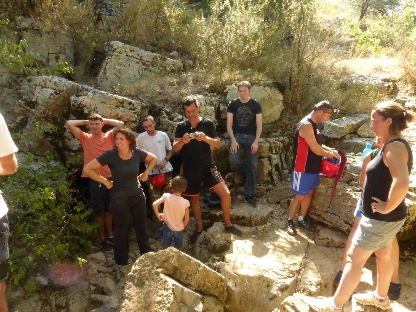 le groupe avant l'entée dans la grotte
