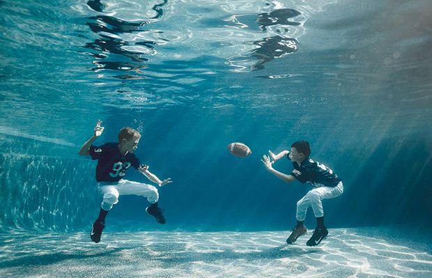 L'image du mercredi : des enfants au fond de la piscine