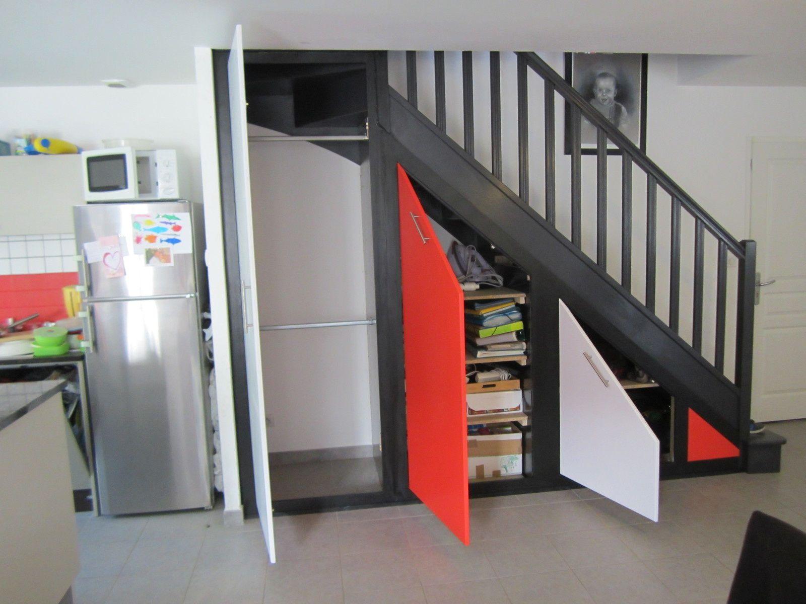 Placard sous escalier ma passion pour le travail du bois cliquer sur les titres pour de photos for Placards sous escalier
