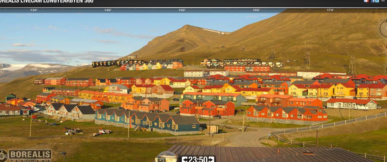 """Photo prise par la webcan à 23h50 le même """"soir""""... Vous reconnaissez où j'habite ?? = dans le batiment gris à peu près au milieu de la photo, 3e rangée de logements en partant du haut"""