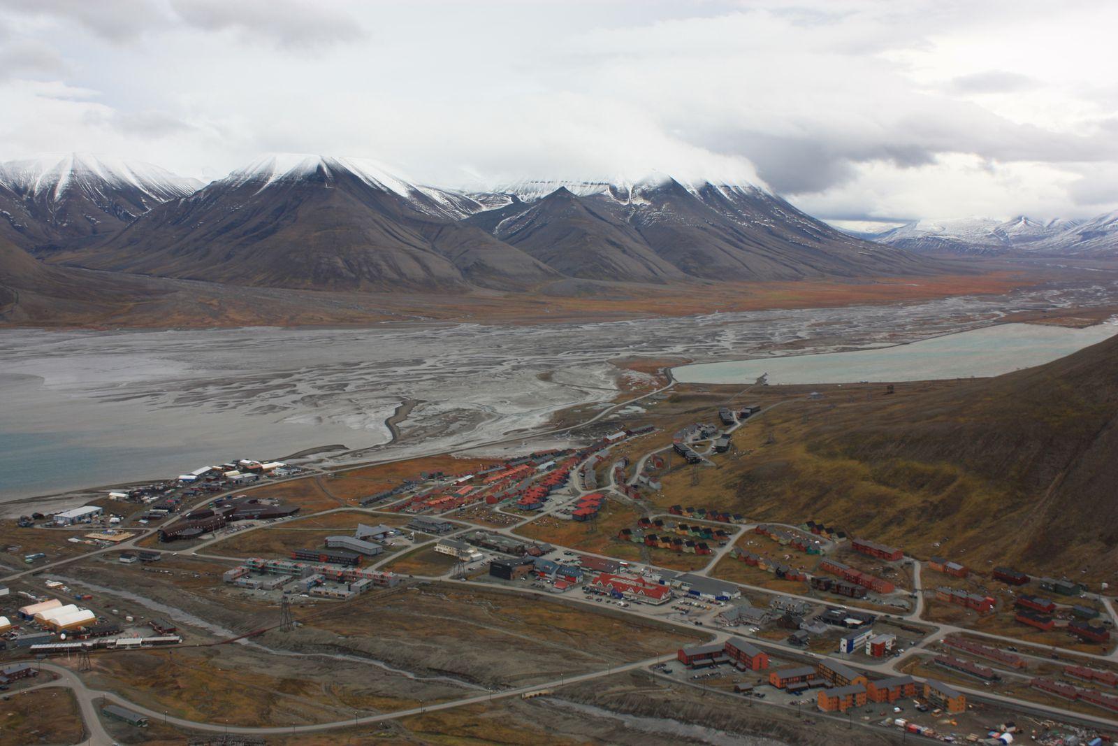 Longyearbyen vu du Cairn de Platåberget