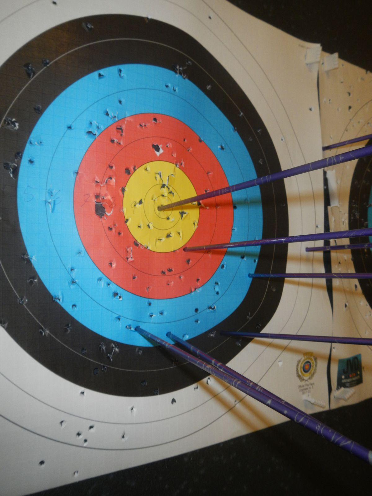 Tir à 12 m... 2 exemples où j'ai réussi à atteindre la cible ! mais au moins, j'ai toujours atteint ma feuille (sauf les 2 1ers tirs) - Il est interdit de se moquer !