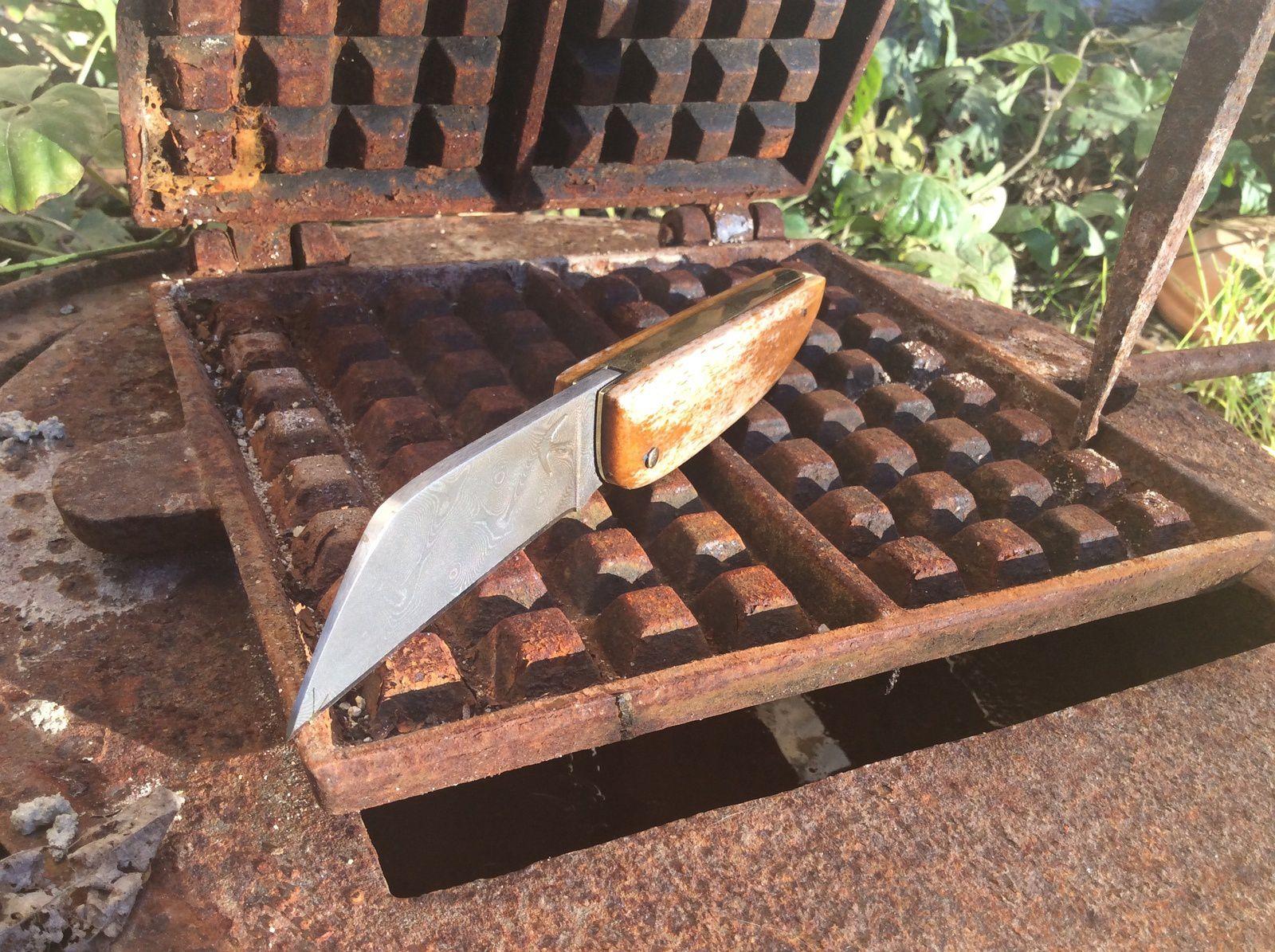 CP1610 Couteau hirondelle ,damas ,Os de chameau et laiton