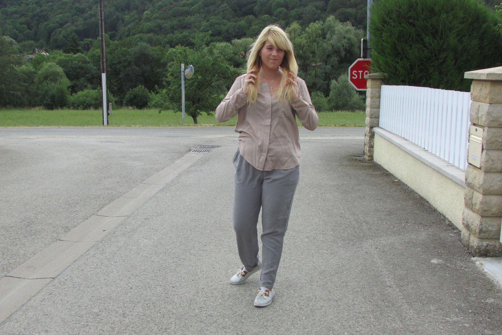 blouse : Mim / Pantalon : Pimkie / sneakers : Armistice