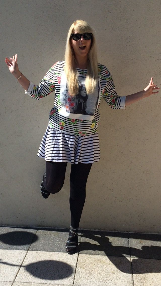 Pull : Boutique Lyonnaise / Jupe : Mim ( ancienne co ) / Collant : Primark / Chaussure : Zara ( ancienne co )