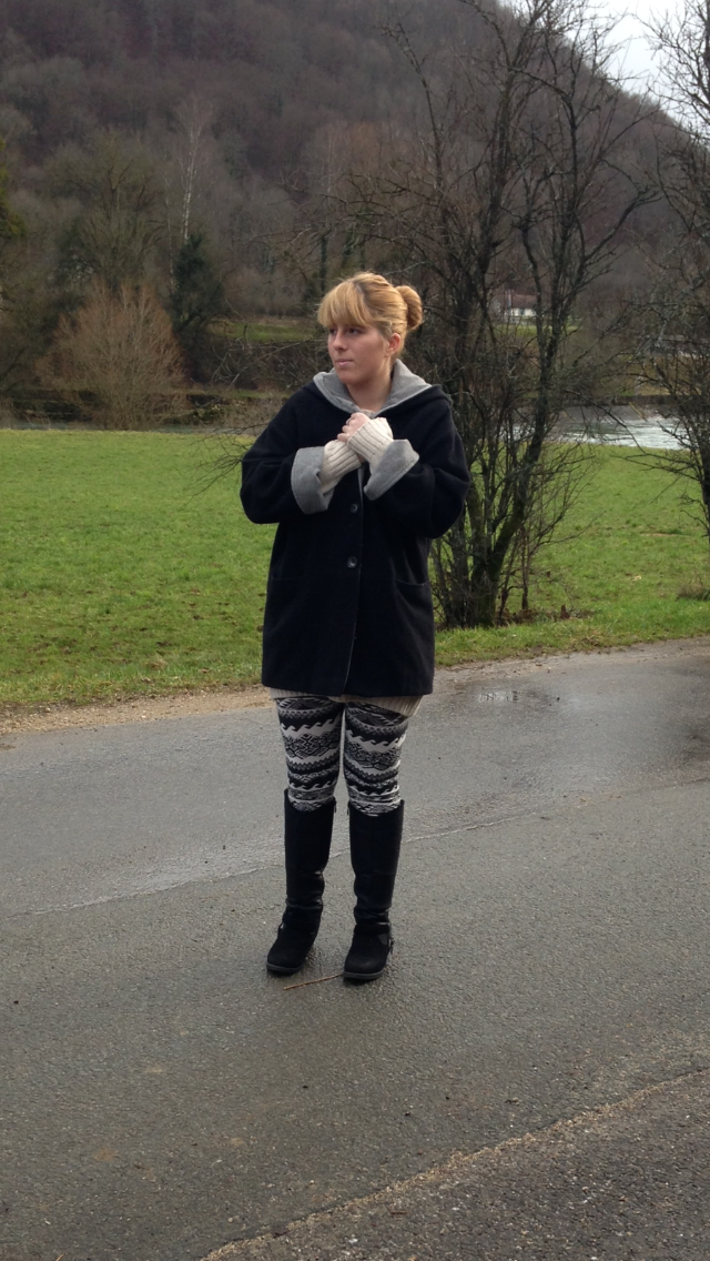 Manteau : Vintage / Robe : H&m / Legging : New Yorker / Botte : Boutique Suisse