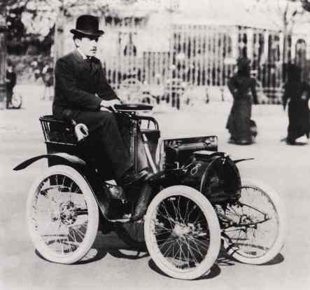 1898 Louis Renault and the Voiturette