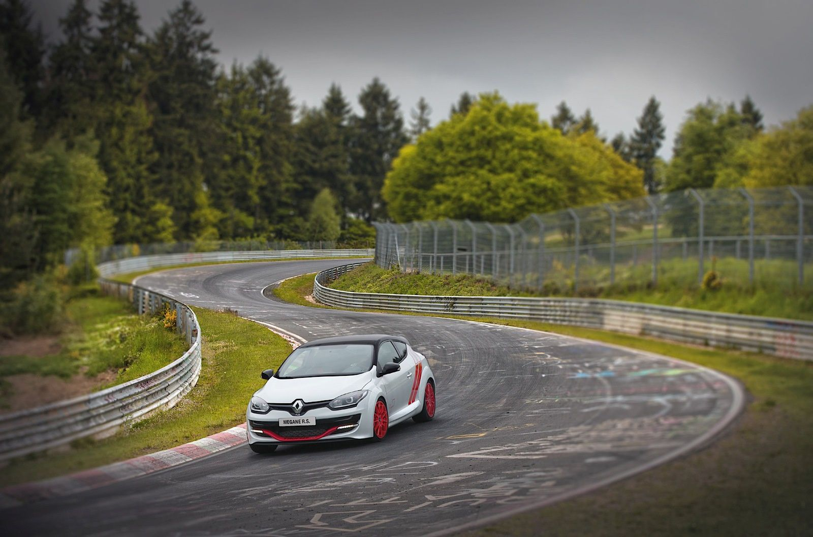 THE RENAULT MEGANE SMOKED THE NORDSCHLEIFE - NURBURGRING