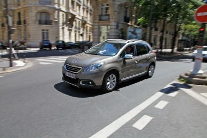 Peugeot 2008 Hybrid Air in Paris