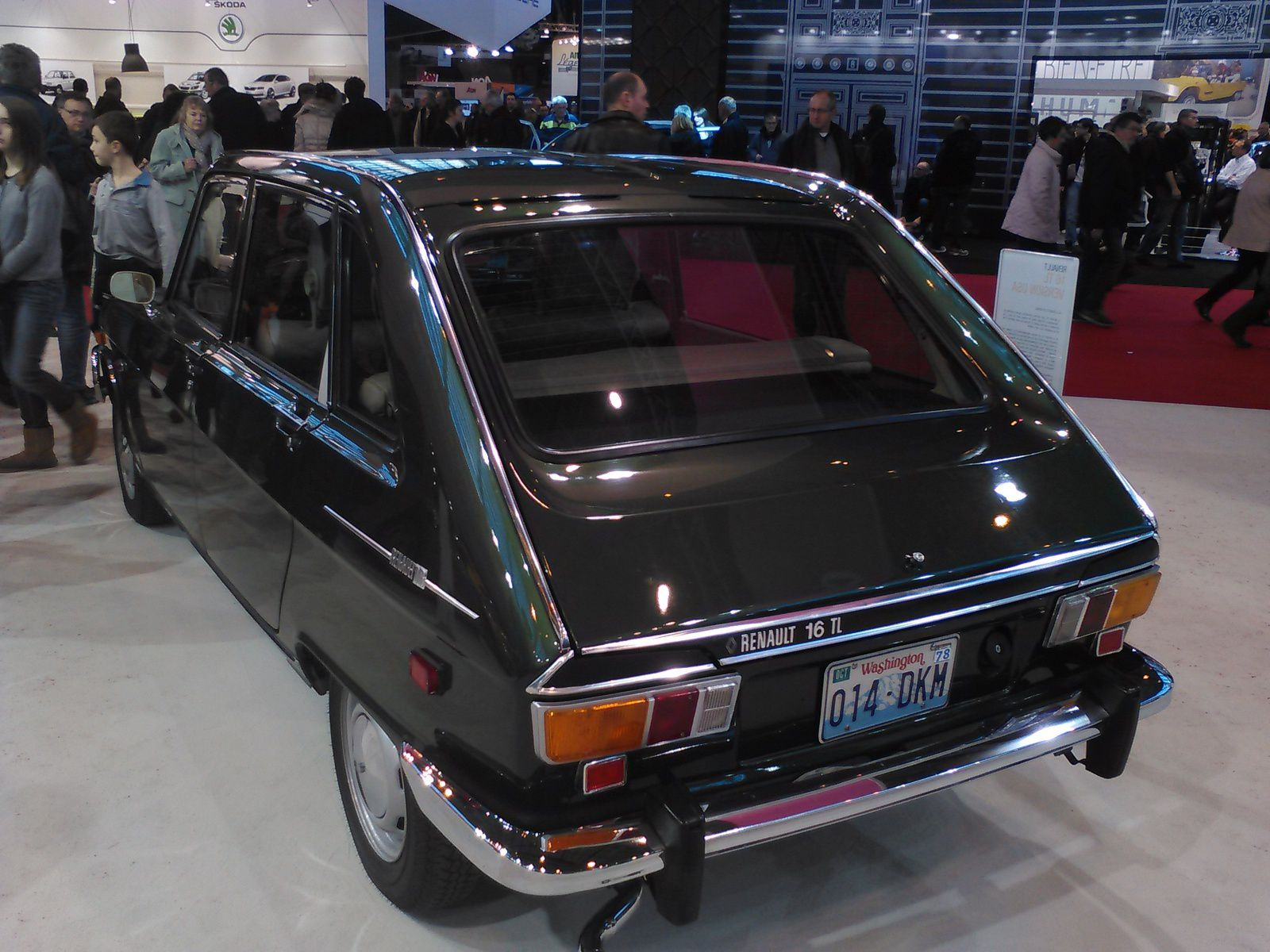 a renault 16 from the usa in paris france fcia french cars in america. Black Bedroom Furniture Sets. Home Design Ideas