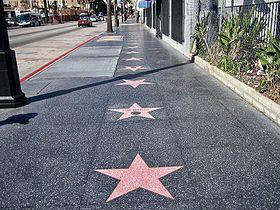 Une Star &quot&#x3B; hors du commun &quot&#x3B; ! Elle possède son étoile sur le &quot&#x3B;Walk of fame&quot&#x3B;.. geka fait son cinéma, non.. Rin tin tin fait son cinéma !