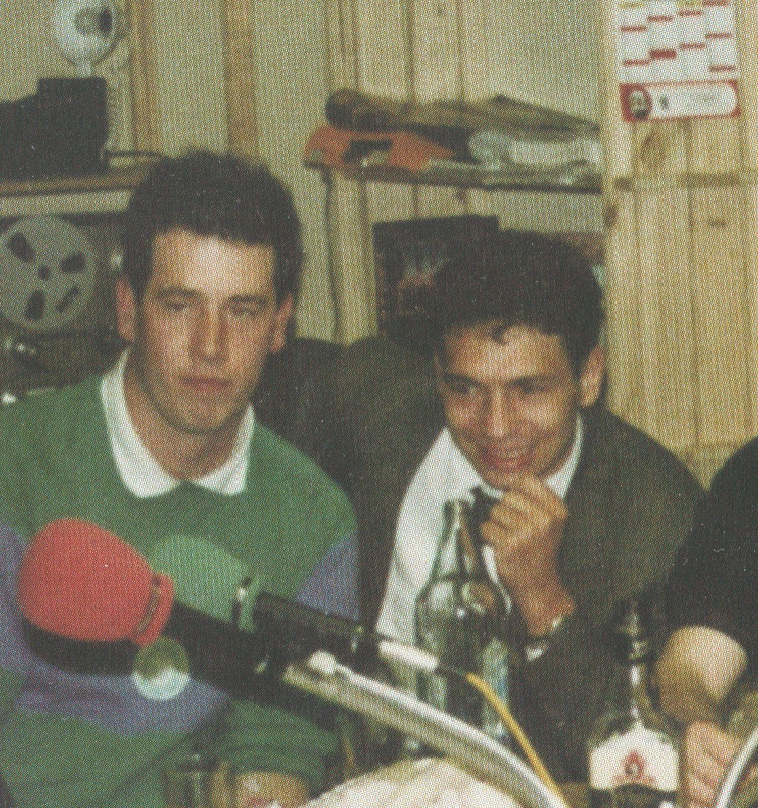 Avec Eric CHAPELU dans les studios de Radio Plastic Vallée après une finale de Groupe B en 1988