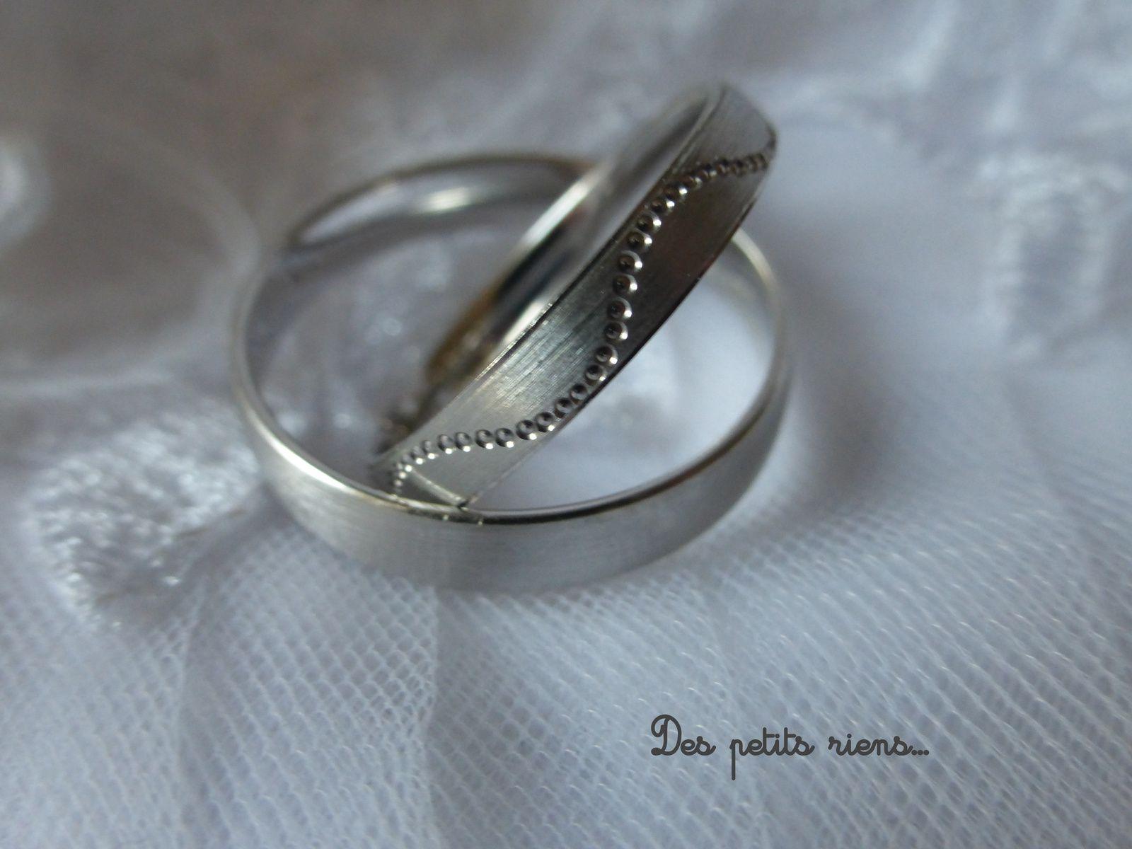 Une vague de bonheur parcourt mon alliance...et sur celle du marié, rien, comme un long fleuve tranquille qui suit son court...