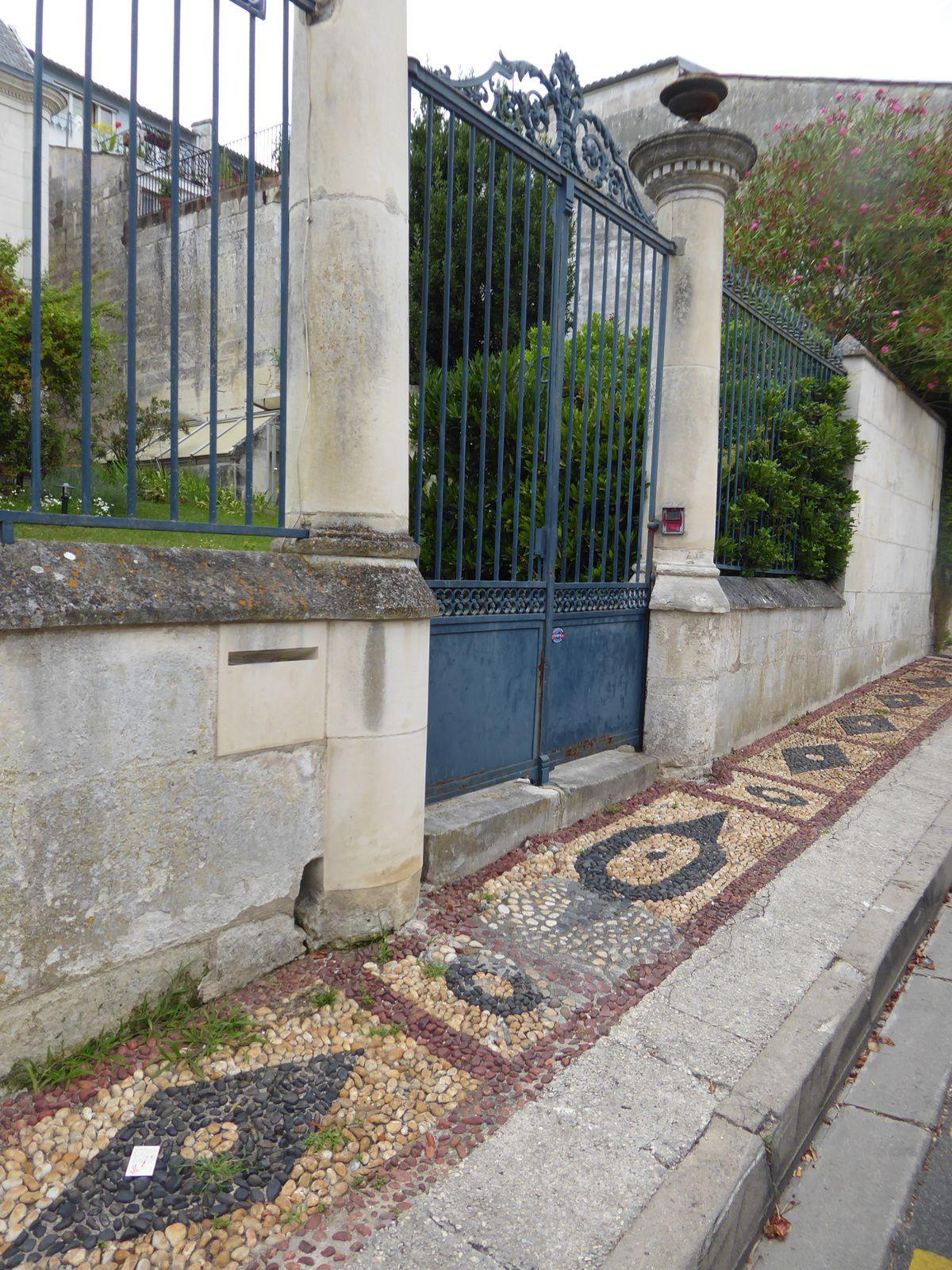 Petite halte à Saintes