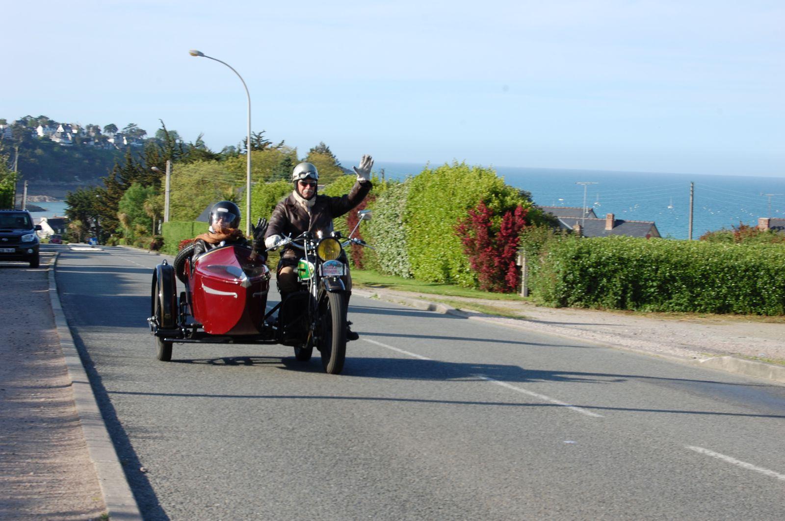 Tour de France des voitures anciennes-2012
