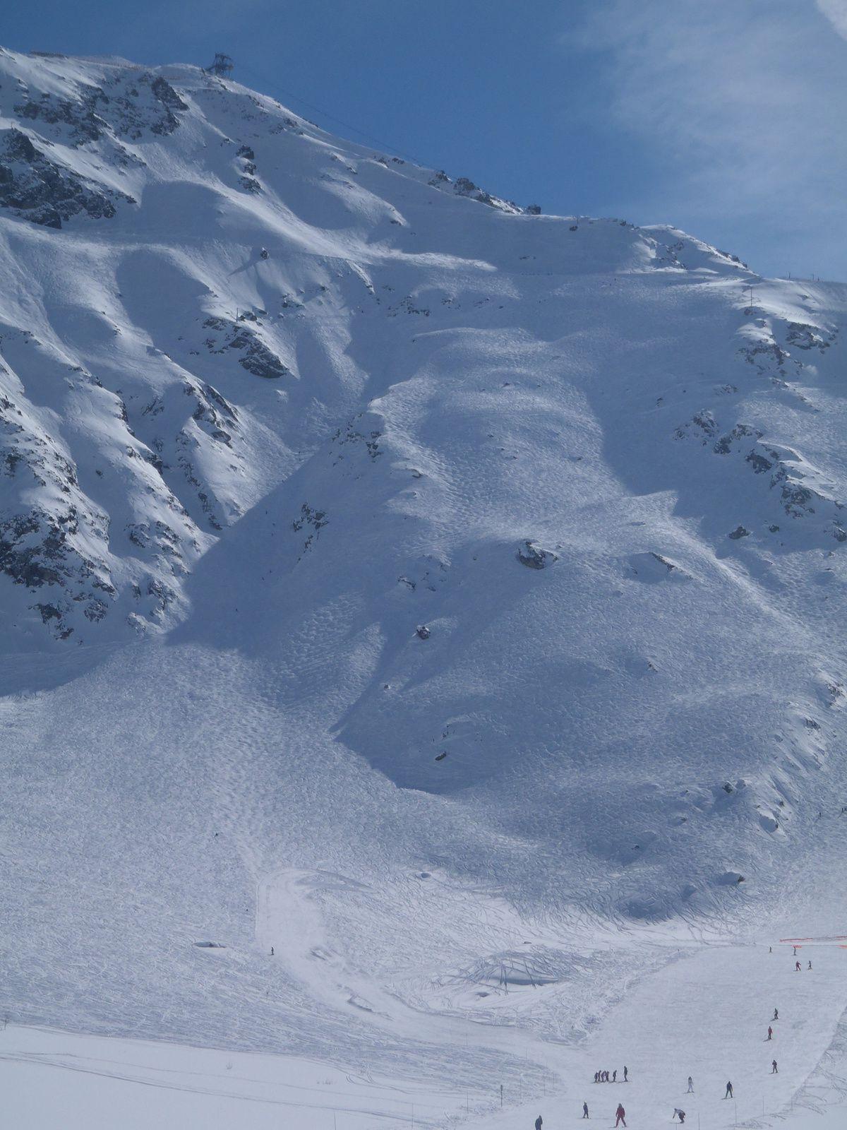 Secteur Arcs 2000, sur les pistes Natur' (en fait ce sont des pistes non damées) Robert Blanc, Dou de l'homme et Lanches, la neige est comme neuve tous les jours. C'est bien dommage de skier à tour de rôle.
