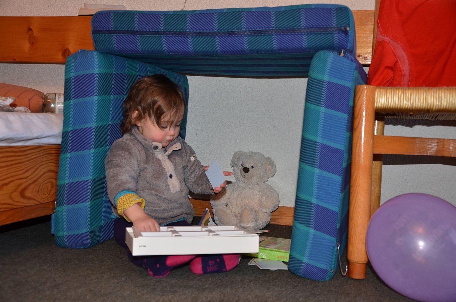 Un igloo d'intérieur, pour enfants et doudous.