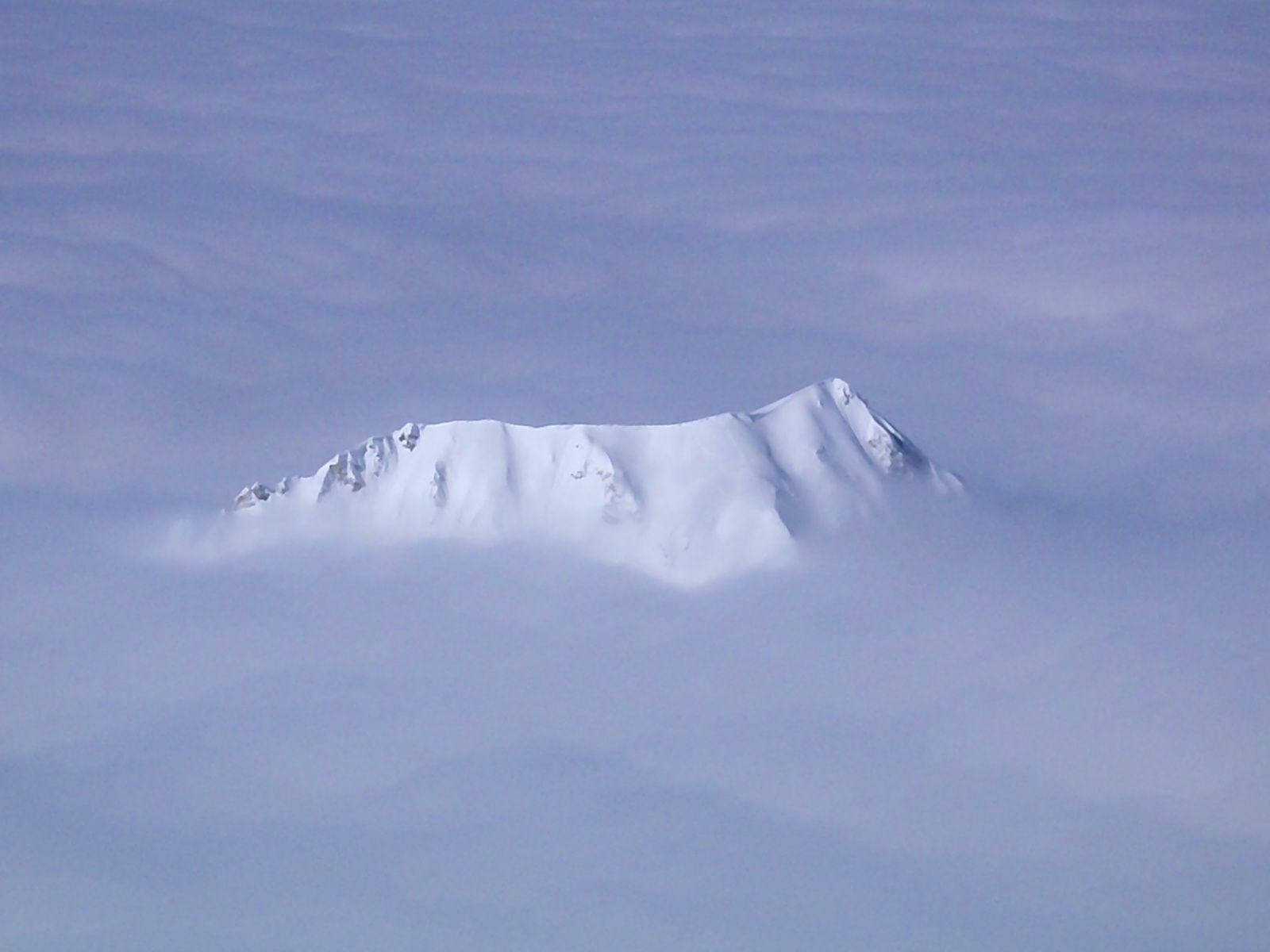 Cette mer de nuages nous propulse sur une autre planète.