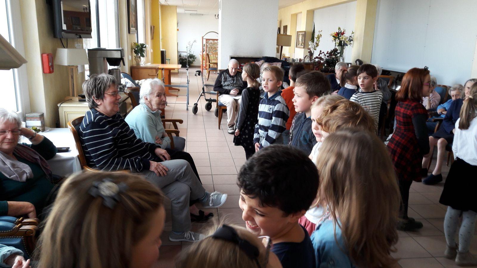 Chants et danses des CE1 en maison de retraite