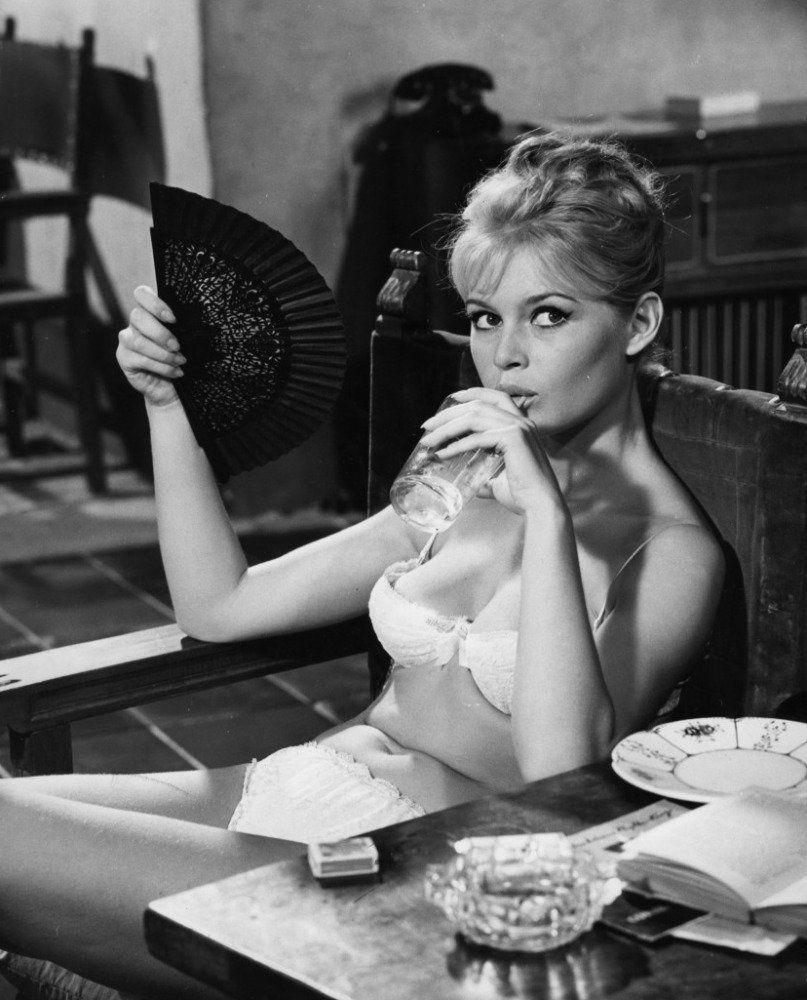 Qui d'autre que Brigite Bardot pour racoler un peu cette complainte ?
