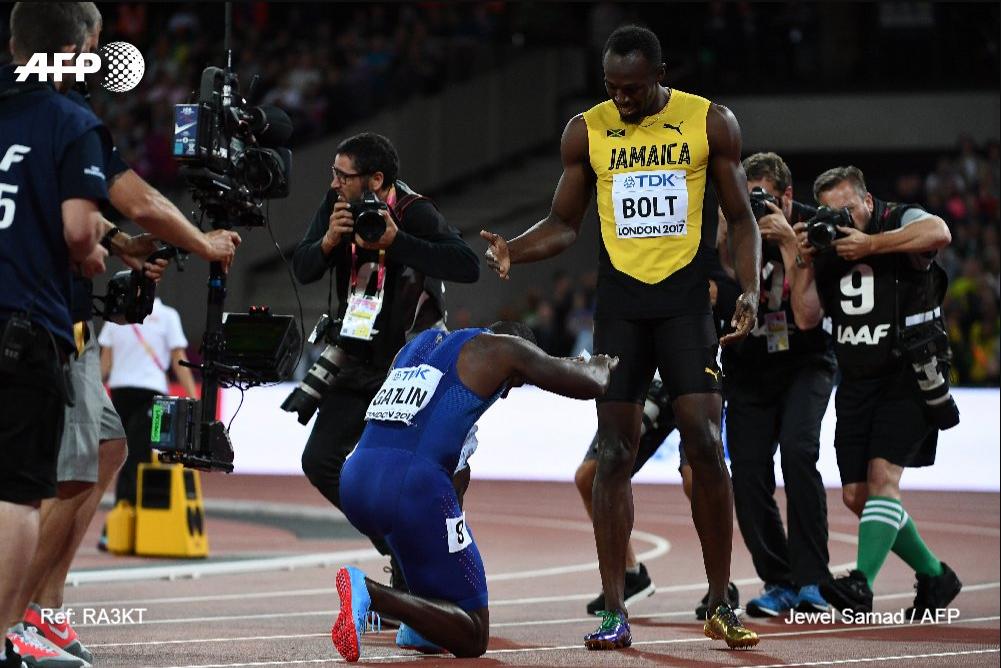 à Londres en 2017 c'est Justin Gatling qui gagne, c'est Usain Bolt qui perd, mais c'est la némesis qui se prosterne devant son héros