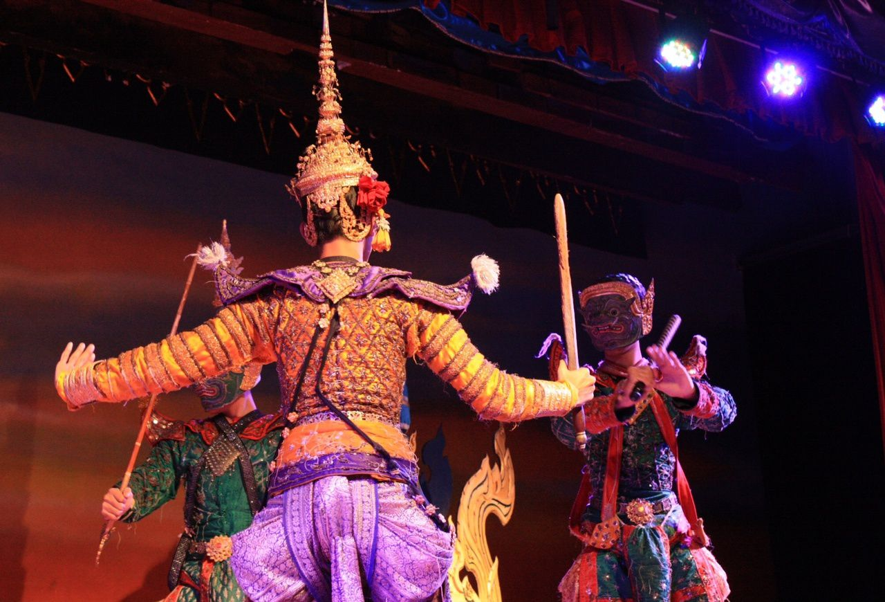 Thailand diary : dancing dolls