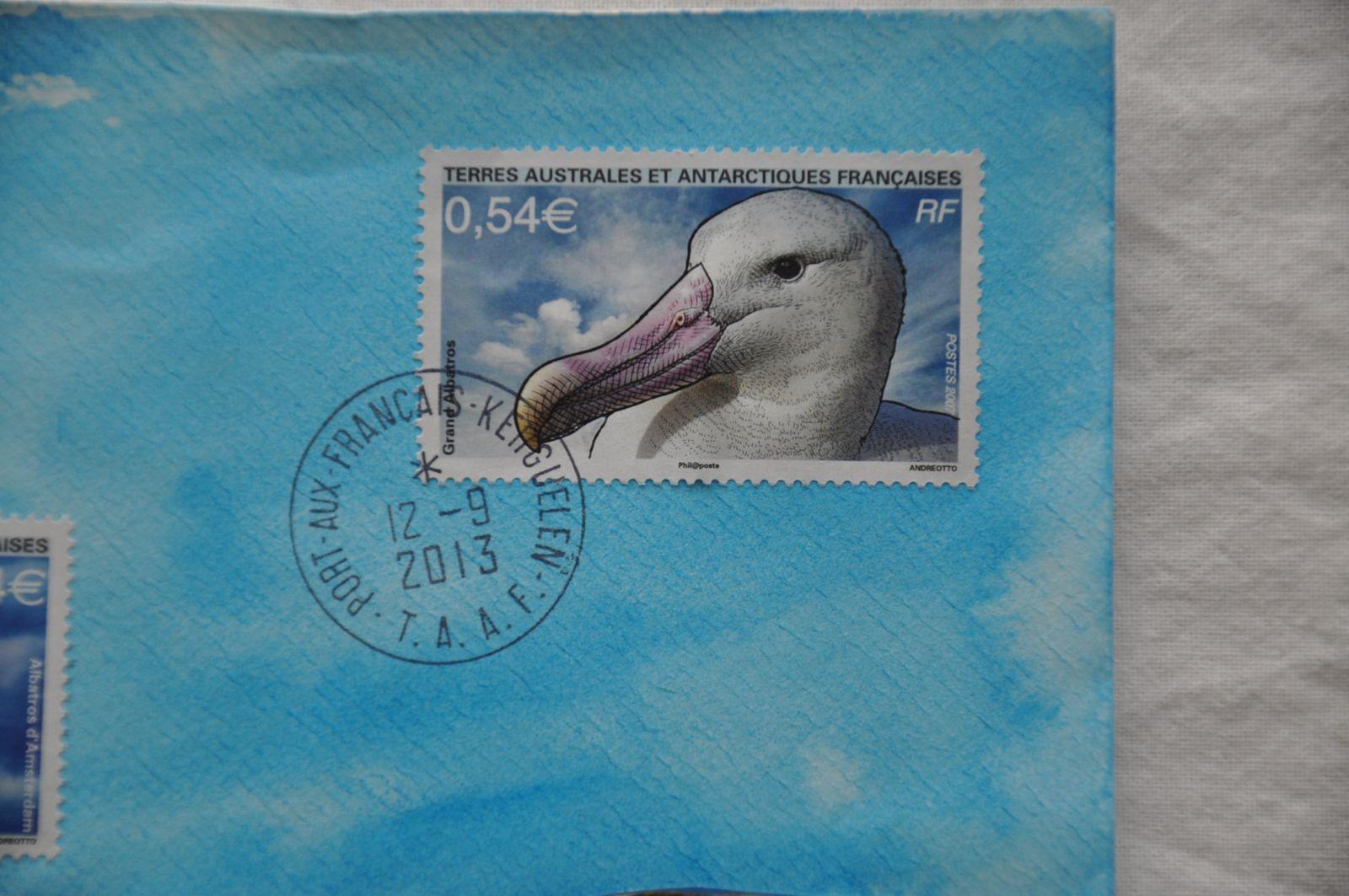 Merci à Danielle Roy pour cette enveloppe très spéciale! En effet, Danielle l'a fait expédier des TAAF (Terres Australes et Antarctiques Françaises). Elles ont ainsi parcouru quelques 20000kms en bateau...Bravo les mouettes et Bravo Danielle!