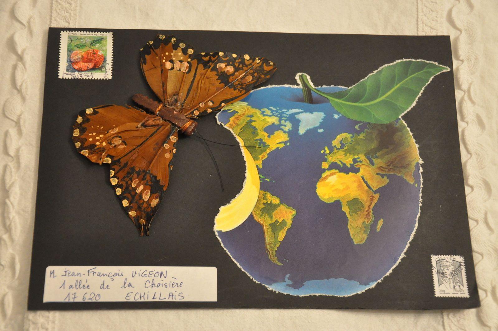 Reçu de Josiane Ruhaud ce magnifique papillon en volume! L'ARt postal, c'est vraiment génial! Merciiiiiiiii!