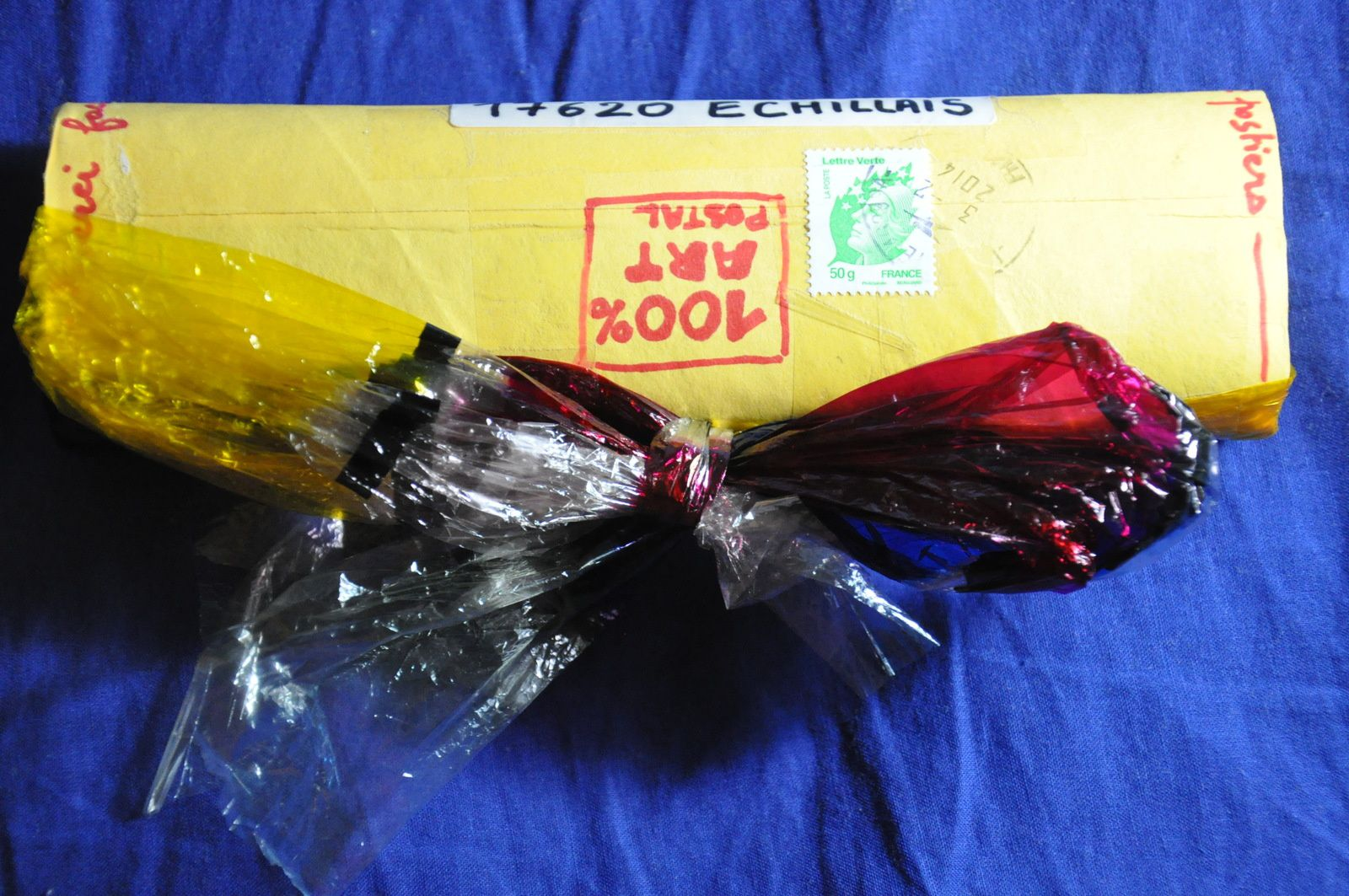 Merci à Colette Geffroy pour un envoi surprise : à l'intérieur du tube, un puzzle! Bravo!
