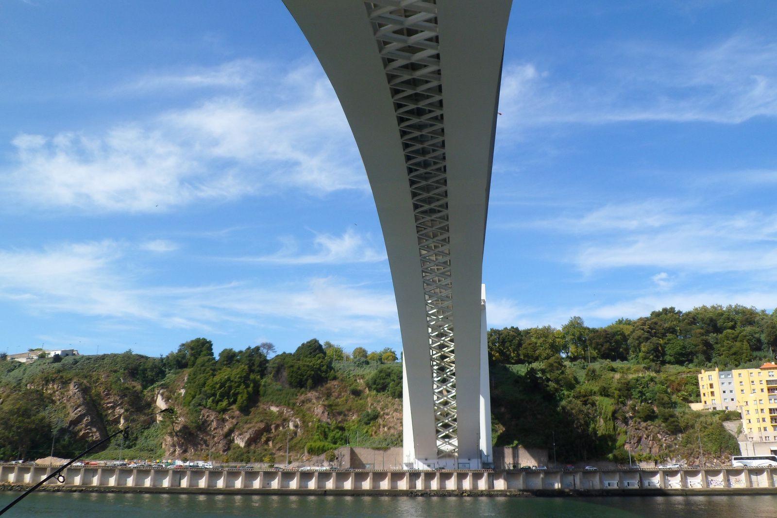 au pied du premier viaduc qui enjambe le douro