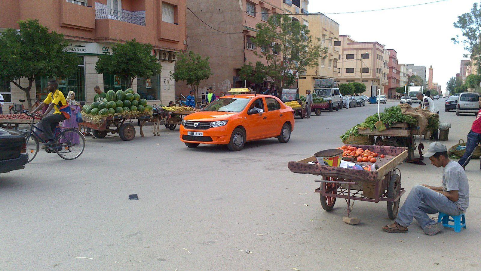 """un """"petit taxi"""" dans les rues de Berkane"""