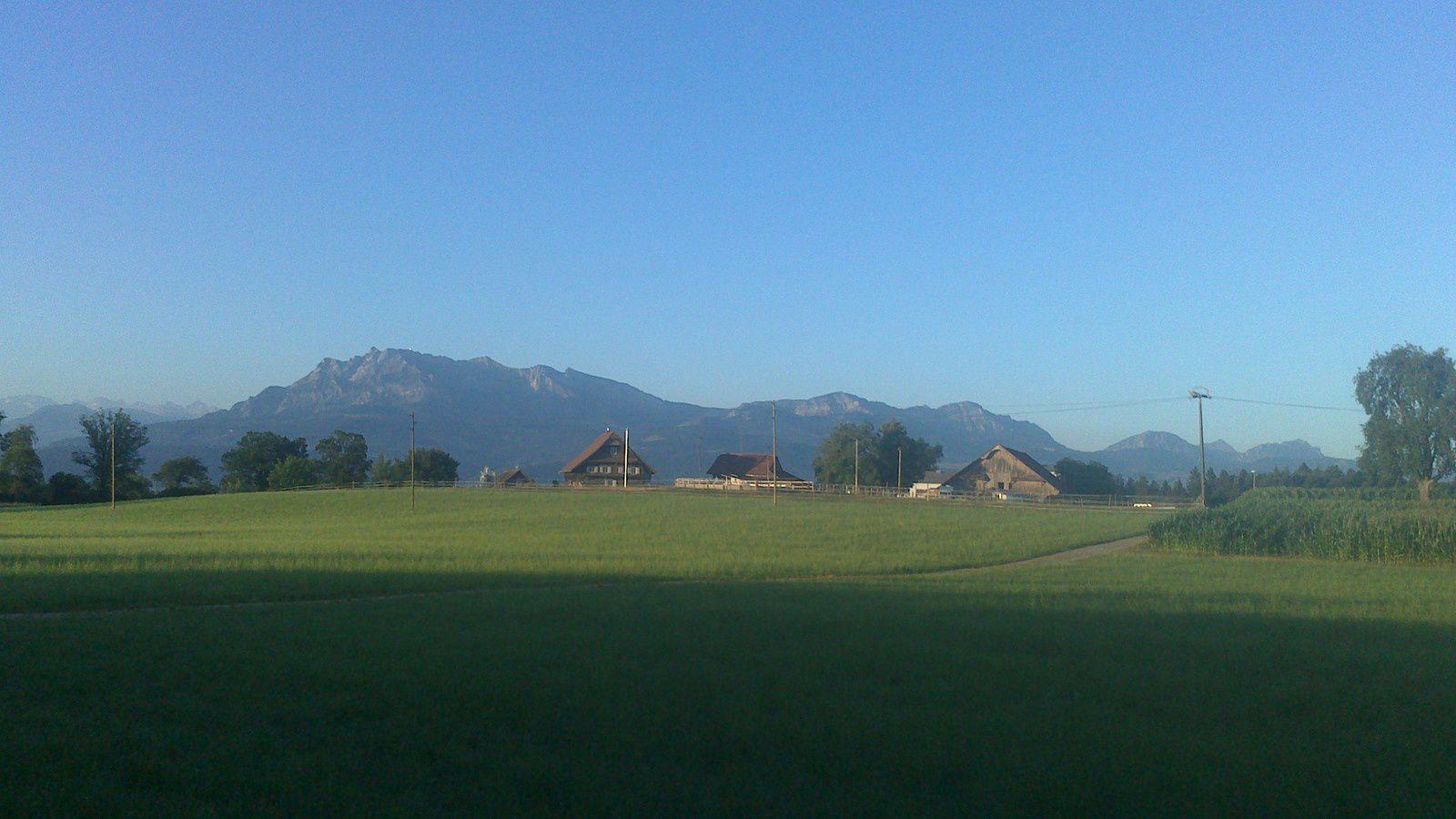 à mon réveil le lendemain, une magnifique journée se prépare, ciel bleu et chaleur assurés