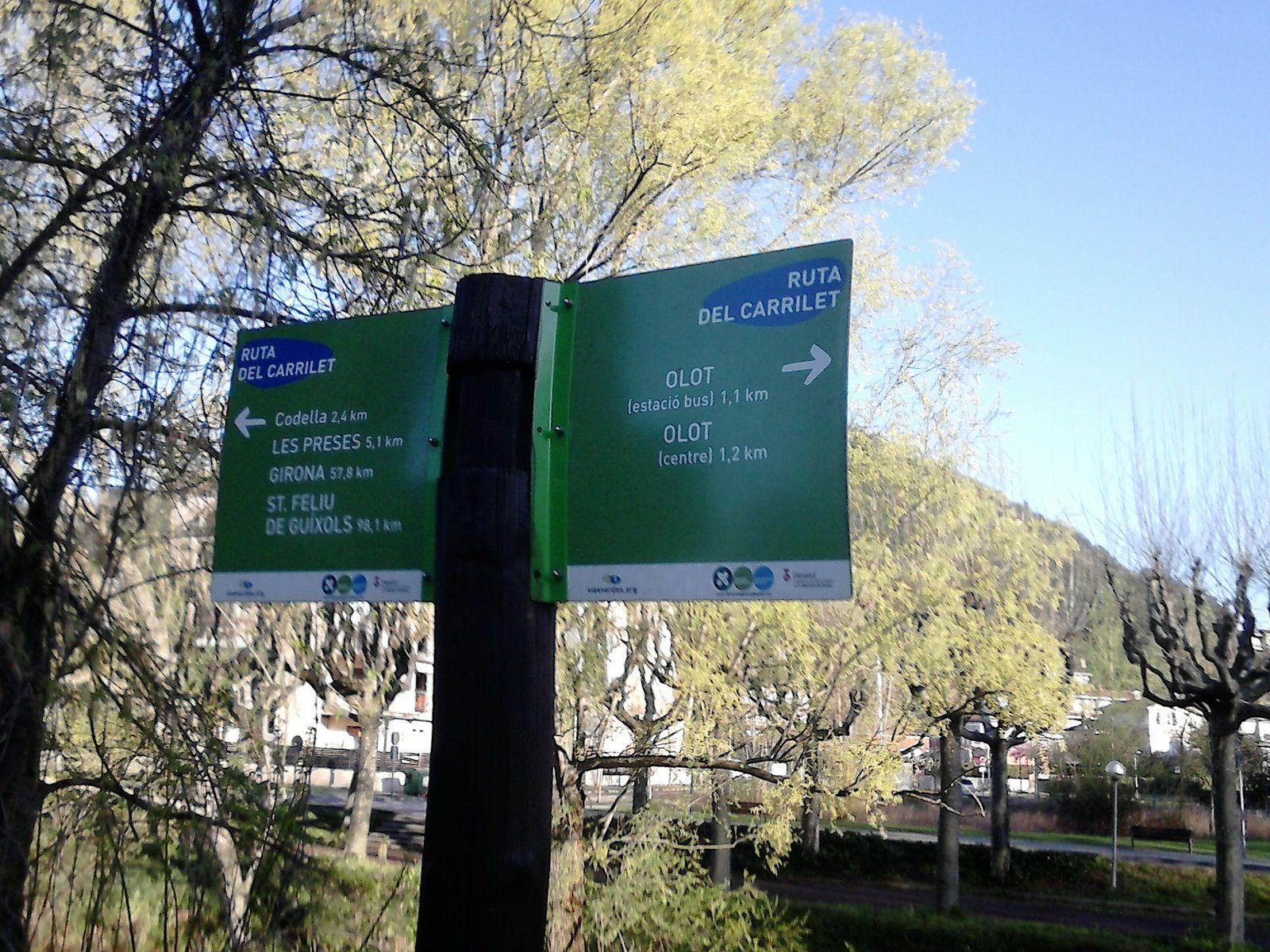 la pancarte à olot qui indique san feliu à moins de 100 kms