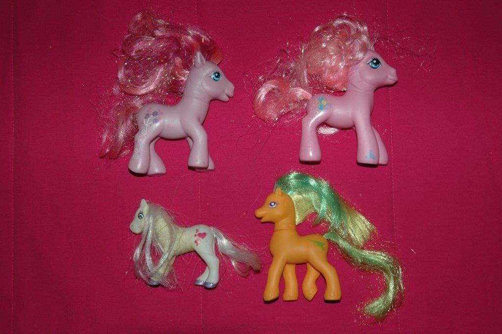 Lot de 4 petits poneys