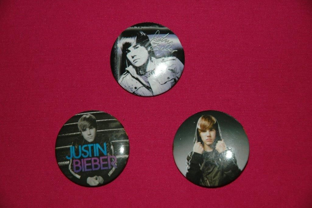 Lot de 4 badges de Justin Bieber