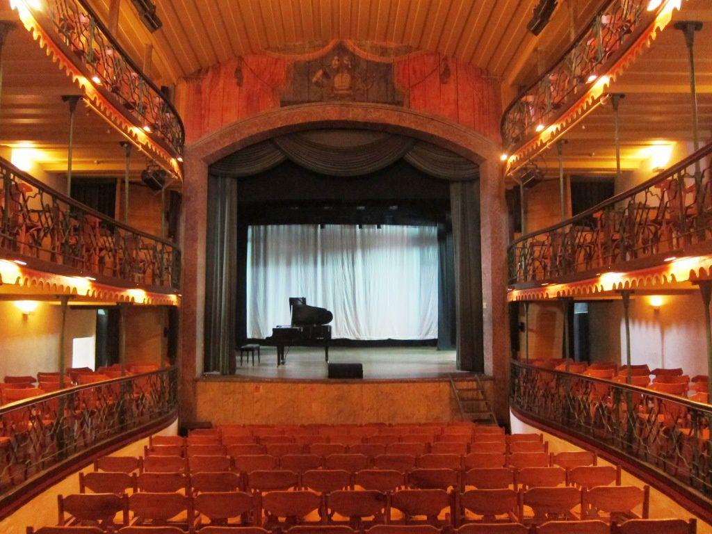 Théâtre municipal d' Ouro Preto, inauguré en 1770, est le plus ancien théâtre d'Amérique latine en activité.