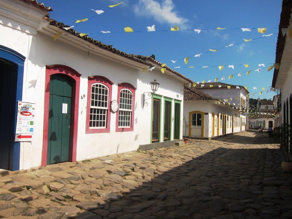 Paraty. La lumière des rues des maisons coloniales