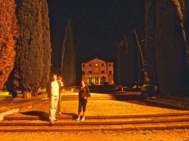 Le parc du Séminari Allotjaments et notre chambre.