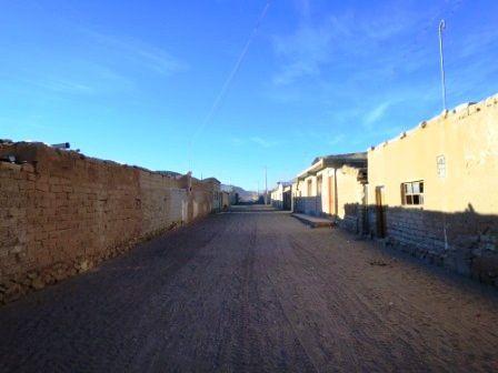 Notre village d'hébergement au levé du jour, se réveille doucement.