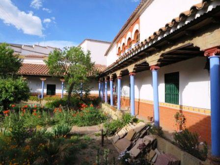 Le convento-museo Santa Teresa et son pommier 3 fois centenaire.