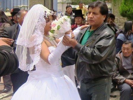 Aujourd'hui c'est samedi, plusieurs mariages sont célébrés