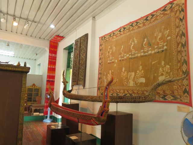 Le musée National et le temple au loin