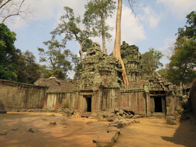 A travers les autres temples