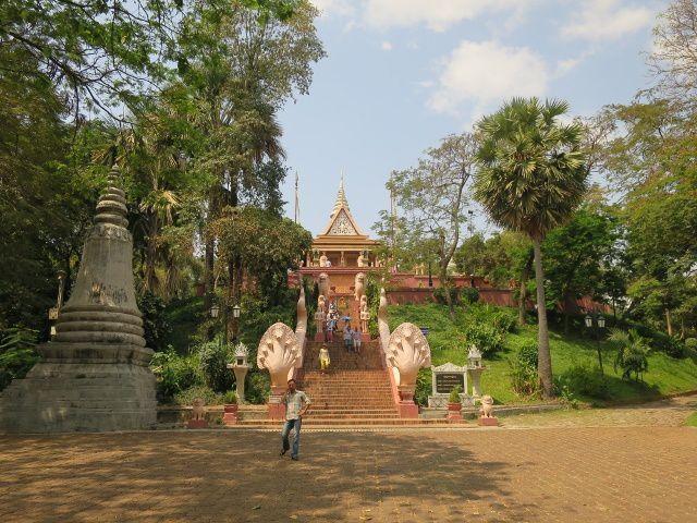 La colline du temple What Phnom Daun Penh ( nom de la fondatrice de la ville).