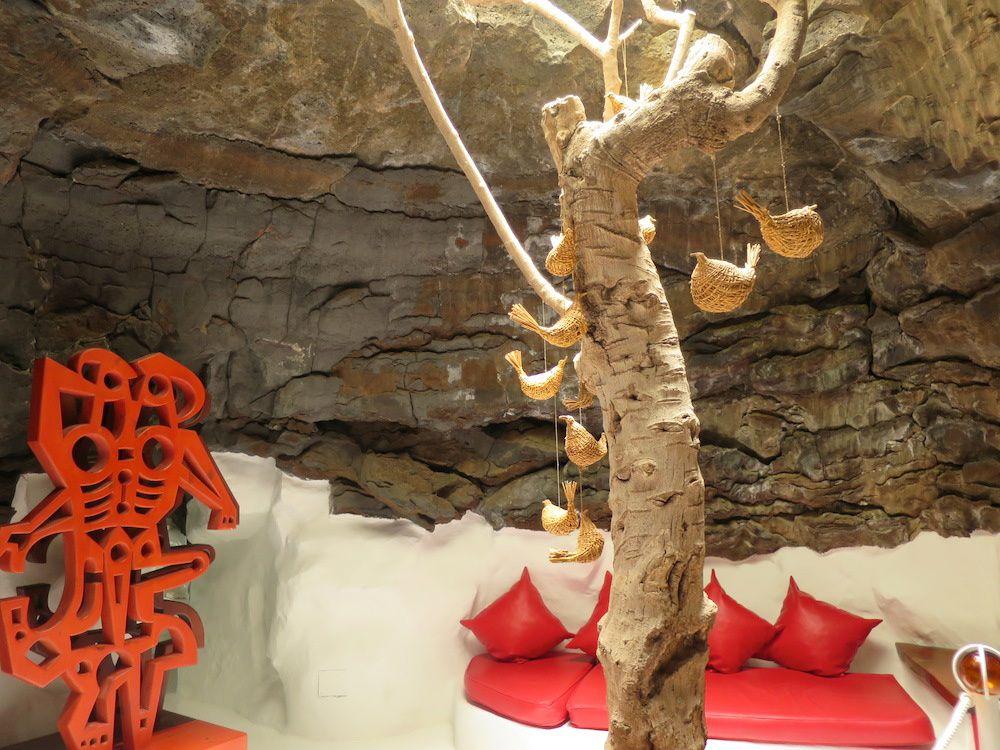 Maison de CESAR MANRIQUE au milieu des roches volcaniques