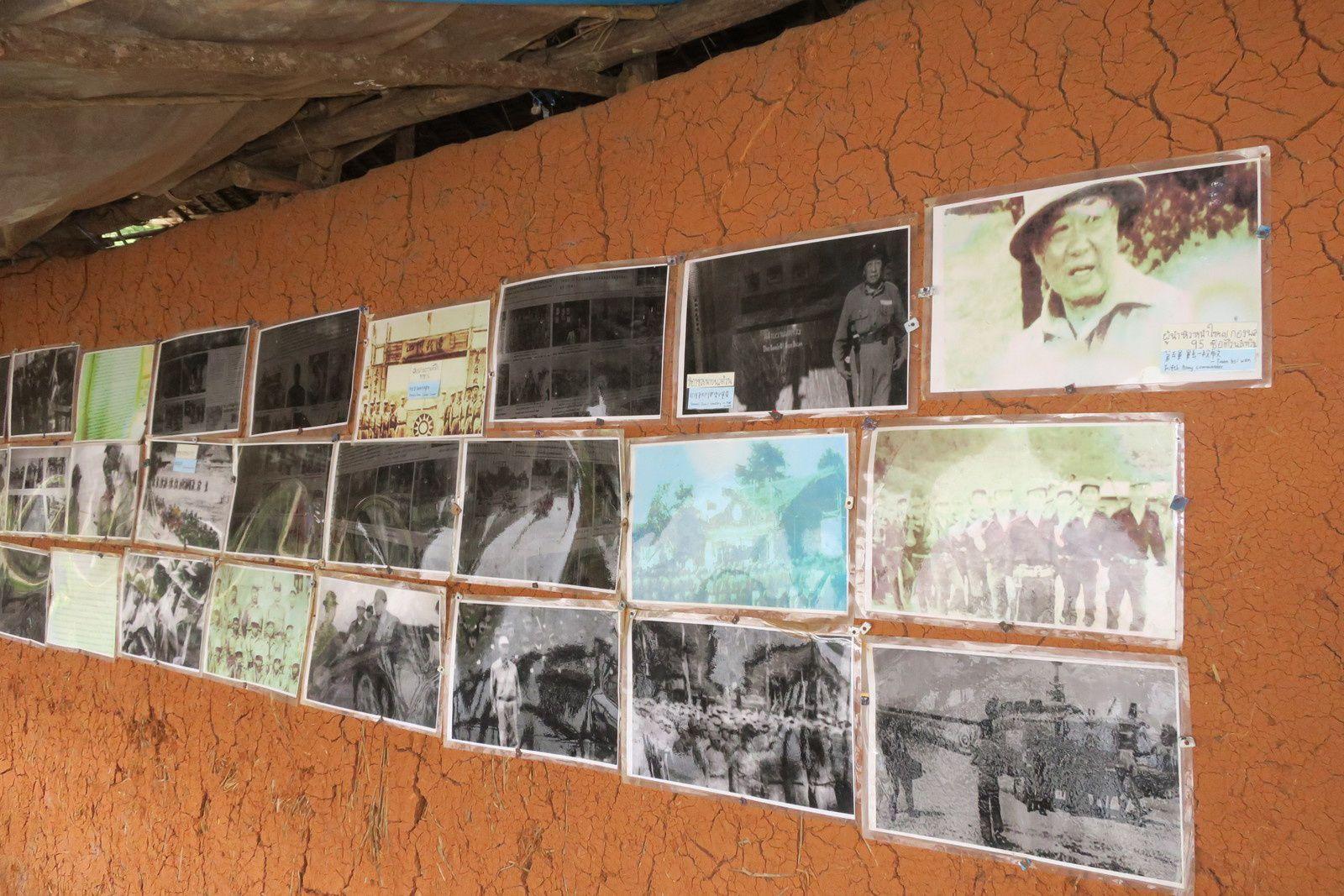 Village  Shan. Des souvenirs militaire sont exposés dans une boutique de thé.
