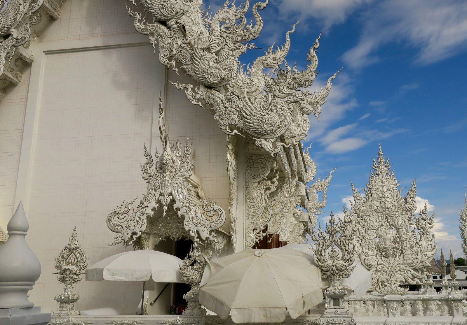 Le temple blanc l'un des plus beaux de la Thailande